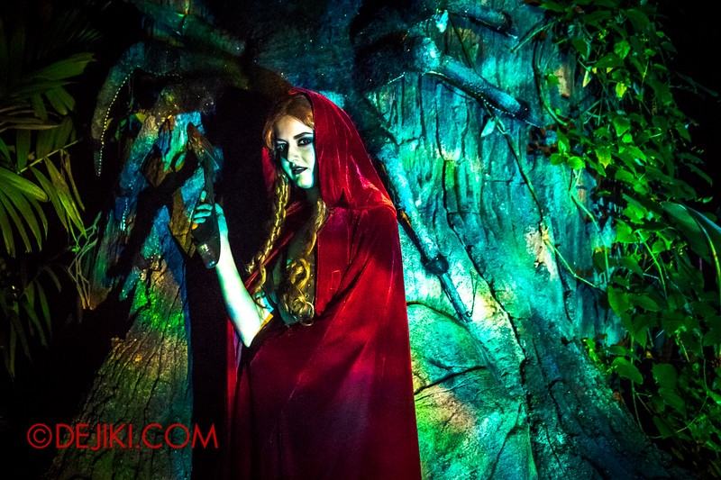 Halloween Horror Nights 4 - Scary Tales scare zone - Red