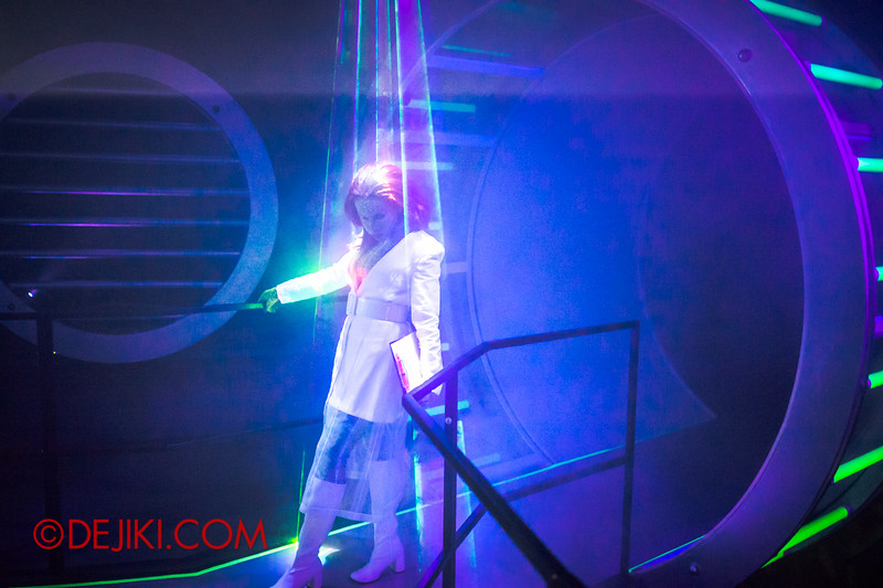 Halloween Horror Nights 4 - The L.A.B Laboratory of Alien Breeding - The hall 2