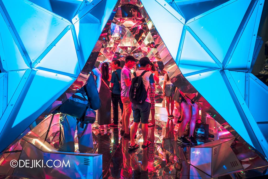 i Light Marina Bay 2016 - Light Origami outside
