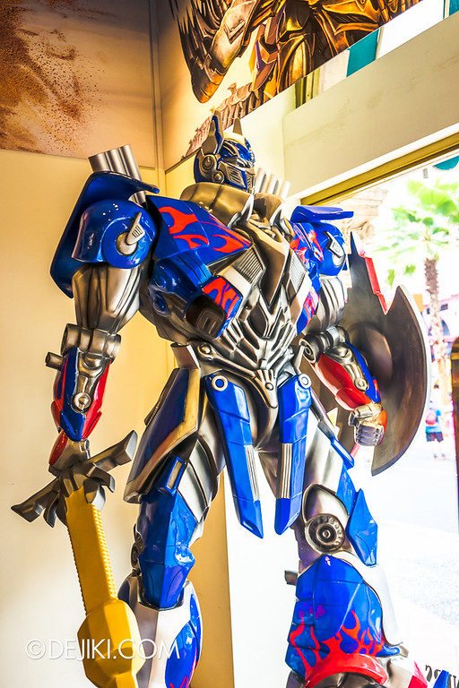 Universal Studios Singapore - Park Update July 2014 - Transformers: Age of Extinction Store Display 2
