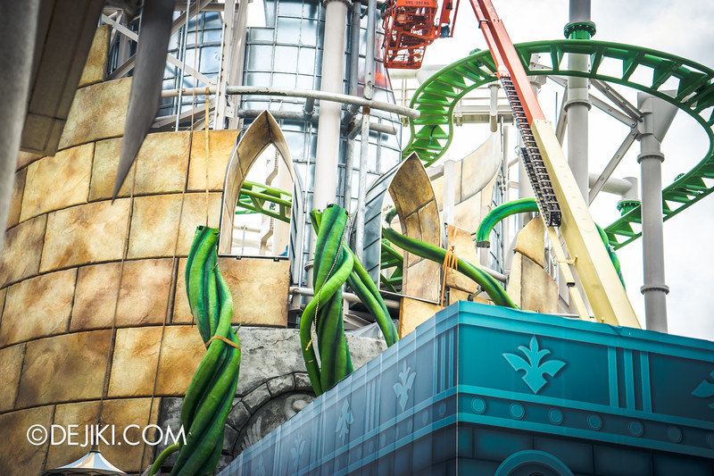 Universal Studios Singapore - Park Update November 2014 - Puss in Boots' Giant Journey rollercoaster construction update - the vines