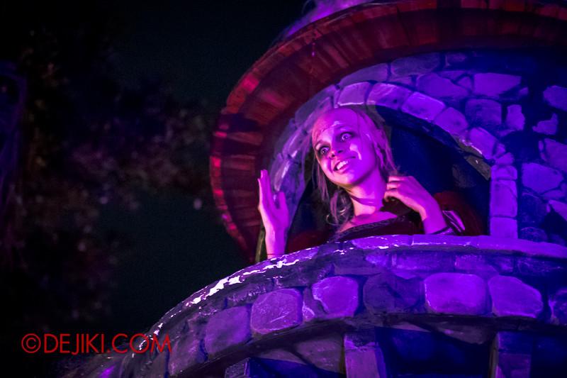 Halloween Horror Nights 4 - Scary Tales scare zone - Psychotic Rapunzel