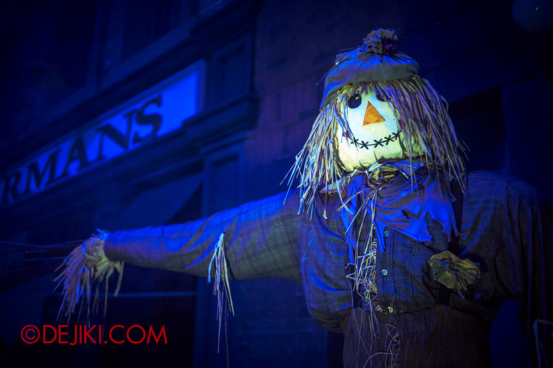 Halloween Horror Nights 4 - Bogeyman scare zone - Creepy doll