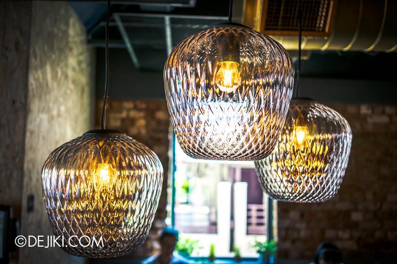 Paddy Hills cafe - lights