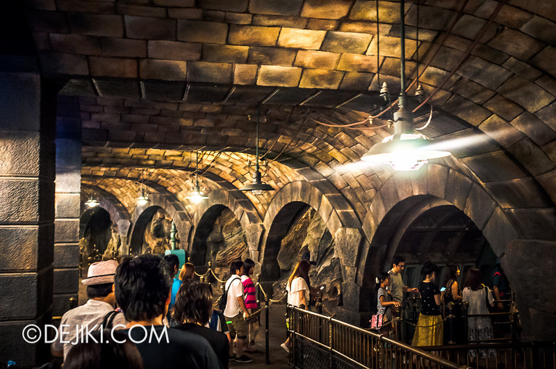 Mysterious Island - 20,000 Leagues Under The Sea / Queue