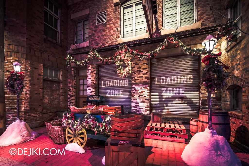 Universal Studios Singapore - Park Update December 2015 / A Scrooge Christmas Splendour - Loading zone seafood market