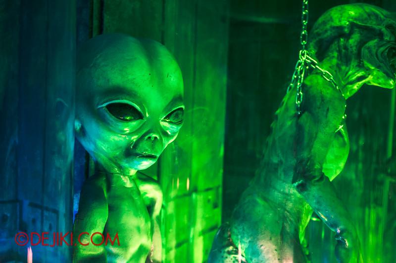 Halloween Horror Nights 4 - The L.A.B Laboratory of Alien Breeding - Specimens 2