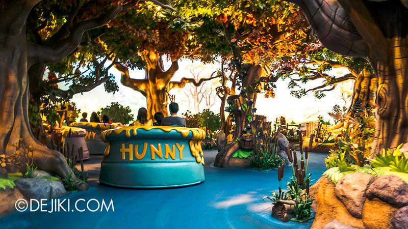 Tokyo Disneyland - Pooh's Hunny Hunt, ride vehicles