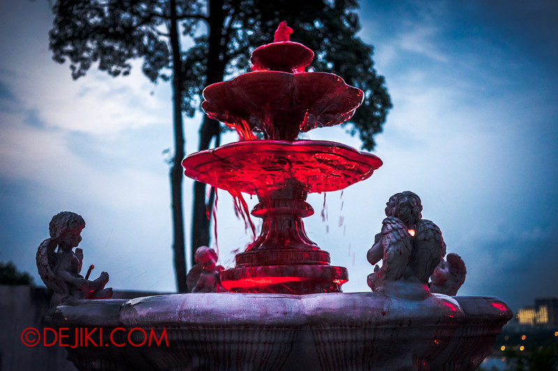 Sentosa Spooktacular 2014 - LADDALAND Scare zone roaming Scare Actors / Blood Fountain