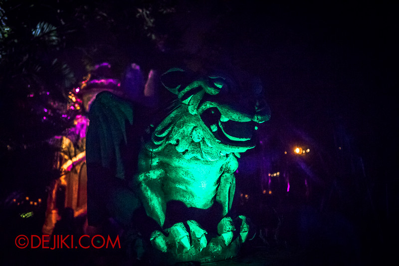 Halloween Horror Nights 4 - Scary Tales scare zone - Gargoyle returns