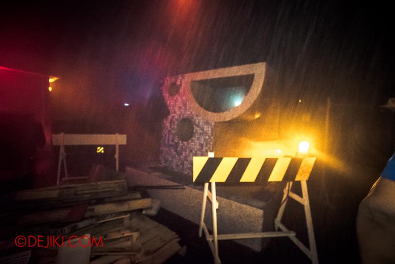 Halloween Horror Nights 5 Haunted House - Siloso Gateway Block 50 / Raining special effect