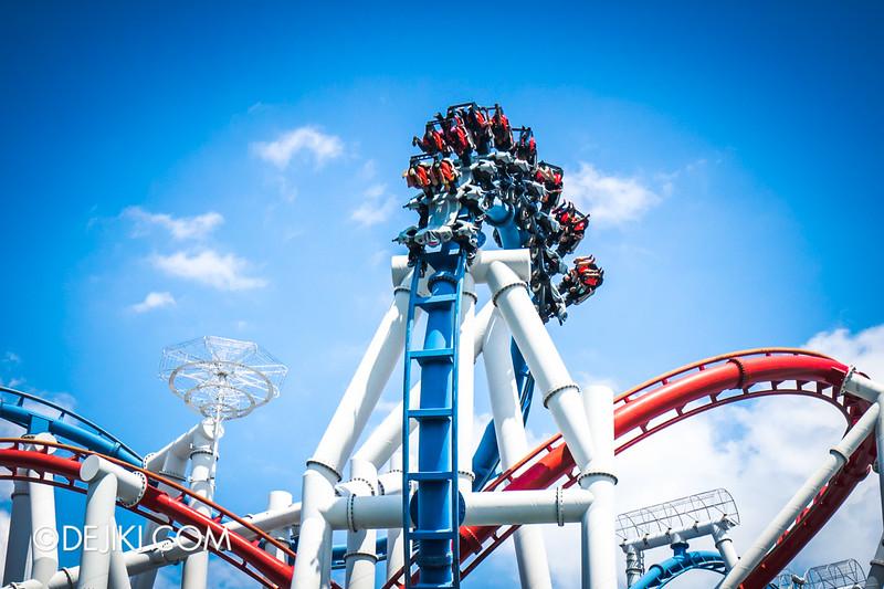 Universal Studios Singapore - Battlestar Galactica: HUMAN vs CYLON dueling roller coaster ride - CYLON inversions 2 - cobra roll reverse