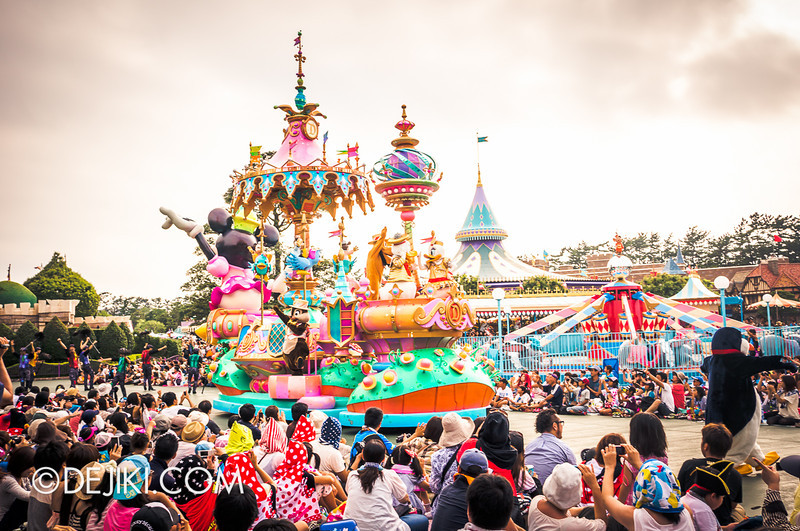 Tokyo Disneyland - Happiness is Here Parade 36 / Grand Finale, Carousel, Donald, Pluto