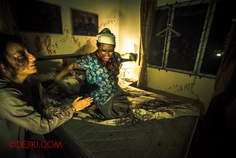Halloween Horror Nights 5 Haunted House - Siloso Gateway Block 50 / Inside the Malay bedroom - Makcik zombie 2