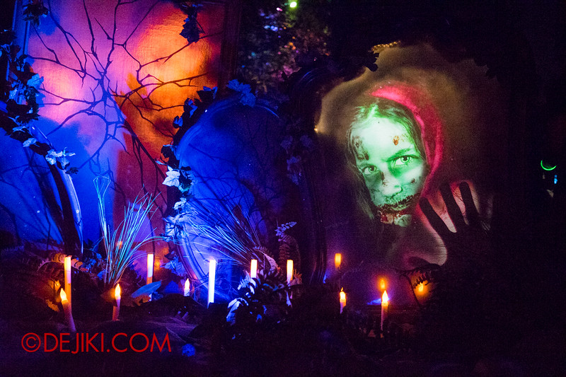 Halloween Horror Nights 4 - Scary Tales scare zone - Haunting reflections