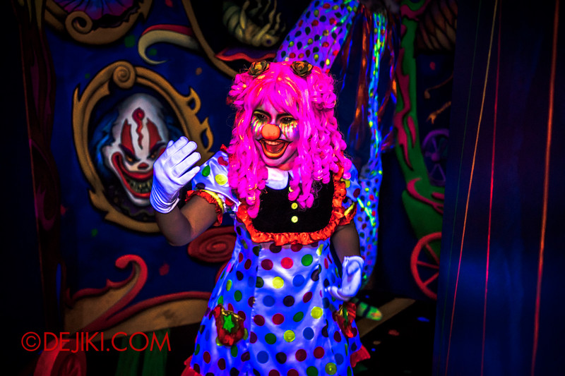 Halloween Horror Nights 4 - Jack's 3-Dementia 3D haunted house - Come, come!