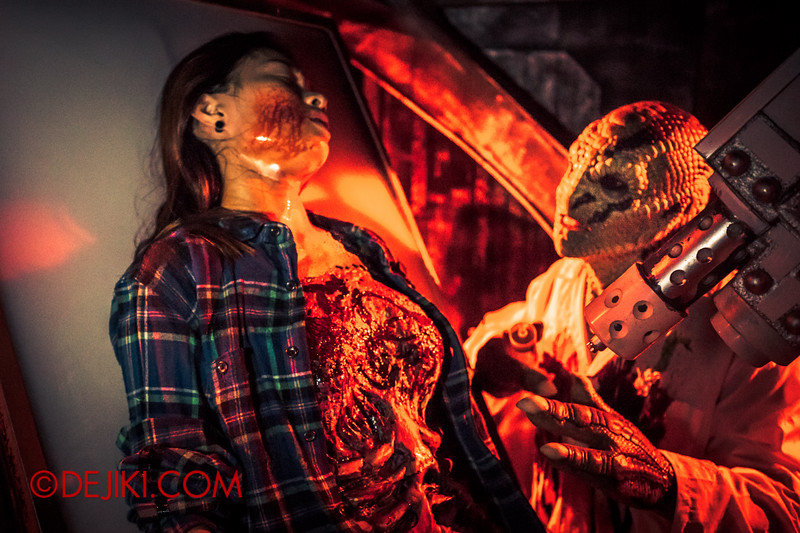 Halloween Horror Nights 4 - The L.A.B Laboratory of Alien Breeding - Human victim