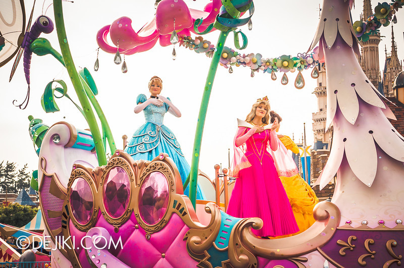 Tokyo Disneyland - Happiness is Here Parade 25 / Princesses and Fairies, Swan Float, Cinderella, Aurora, Belle
