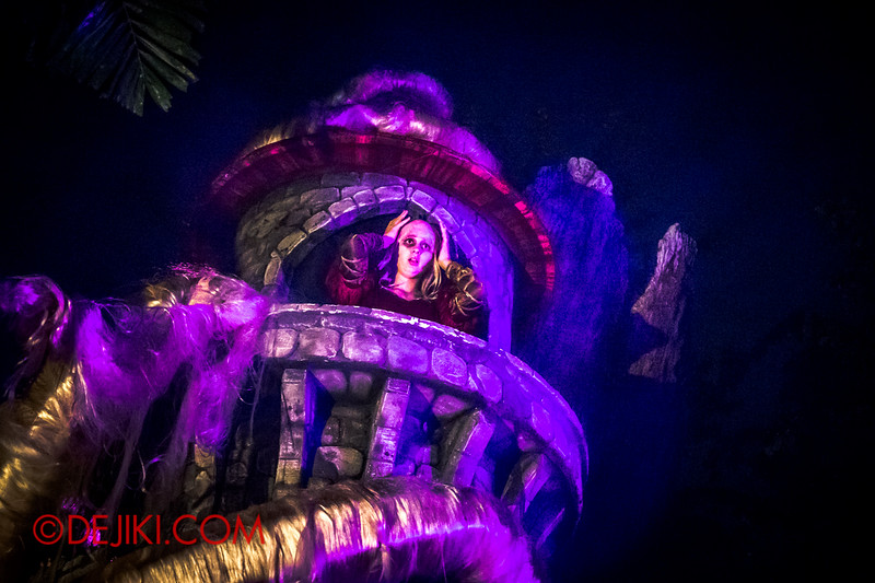 Halloween Horror Nights 4 - Scary Tales scare zone - Rapunzel's madness