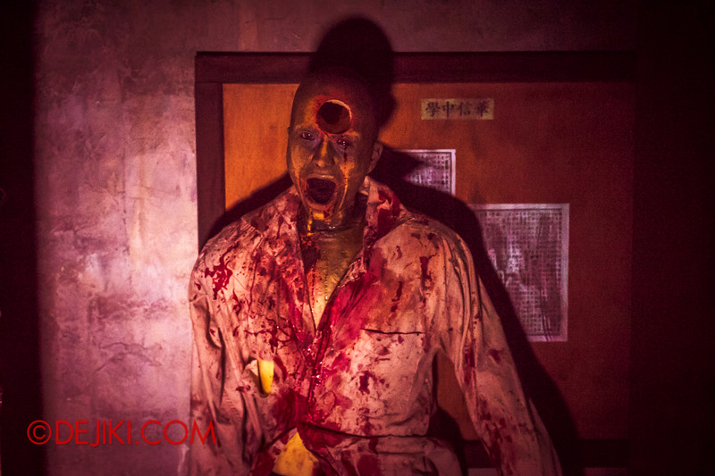 Halloween Horror Nights 4 - Jing's Revenge haunted house - The science lab
