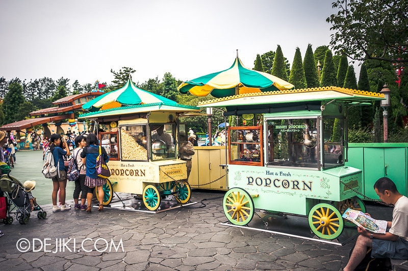Tokyo Disneyland - Pooh's Hunny Hunt: Popcorn Stands