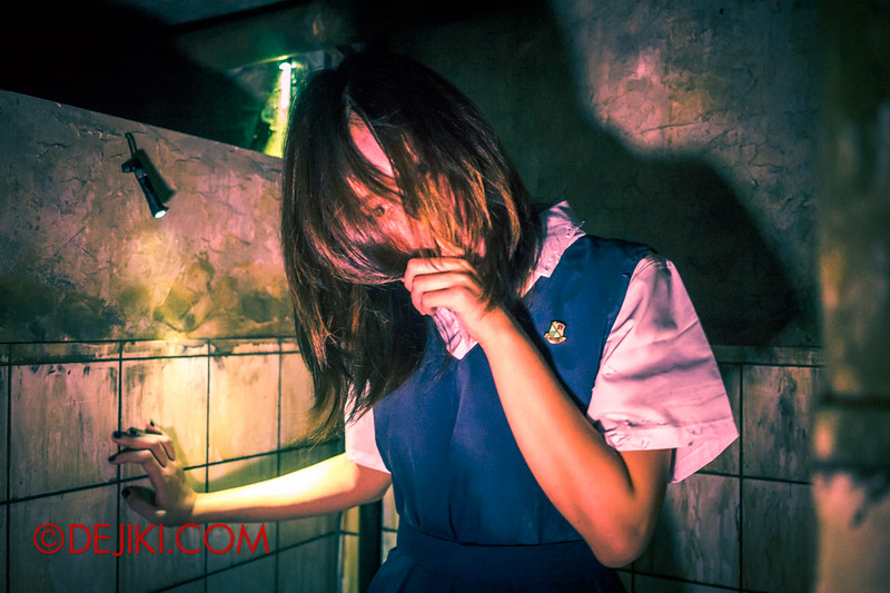 Halloween Horror Nights 4 - Jing's Revenge haunted house - Haunted classmate