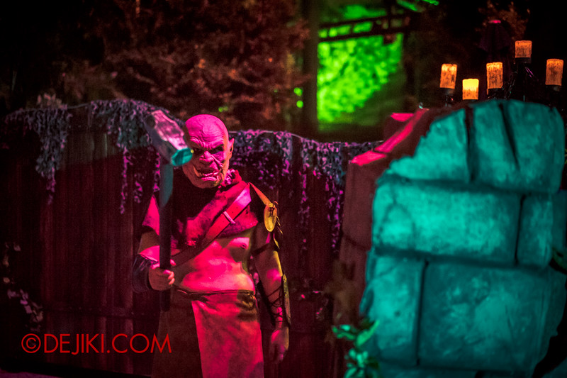 Halloween Horror Nights 4 - Scary Tales scare zone - Orc taunting