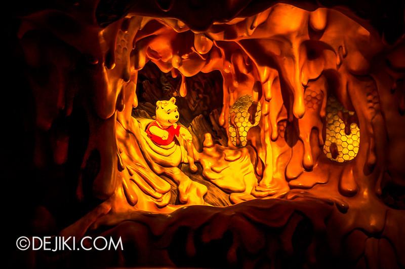 Tokyo Disneyland - Pooh's Hunny Hunt, Pooh in Honey Tree