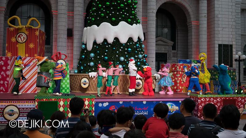 Universal Studios Singapore - Sesame Street Saves Christmas 9