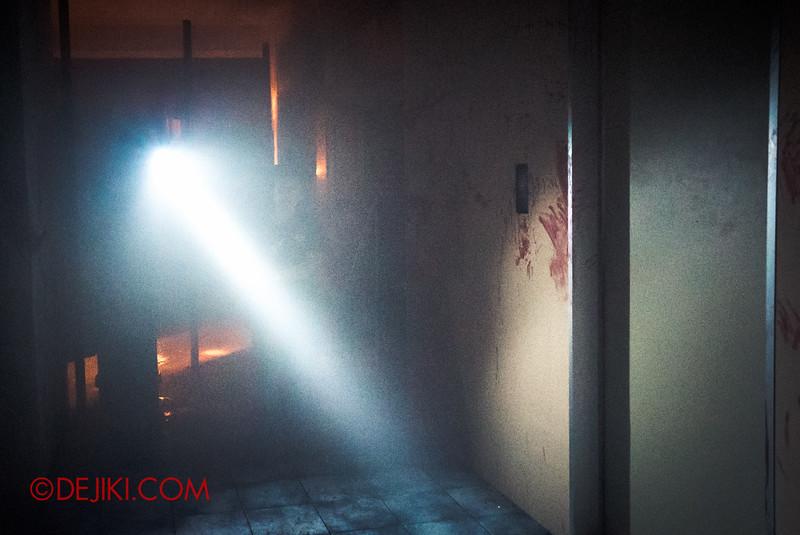 Halloween Horror Nights 5 Haunted House - Siloso Gateway Block 50 / The Lift Lobby