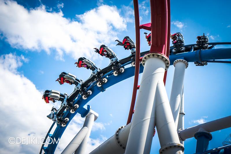Universal Studios Singapore - Battlestar Galactica: HUMAN vs CYLON dueling roller coaster ride - CYLON inversions 3 - zero gravity roll