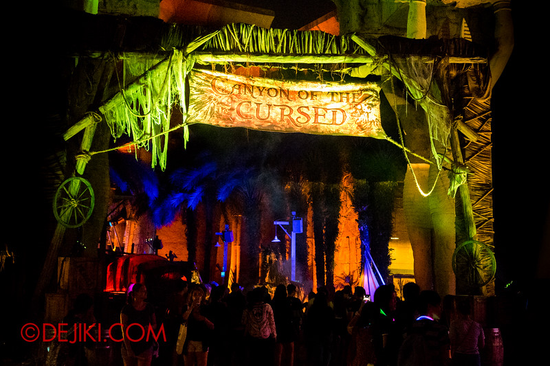 Halloween Horror Nights 4 - Canyon of the Cursed scare zone - Entrance Arch