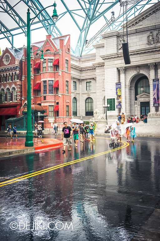 Universal Studios Singapore - Rain at New York