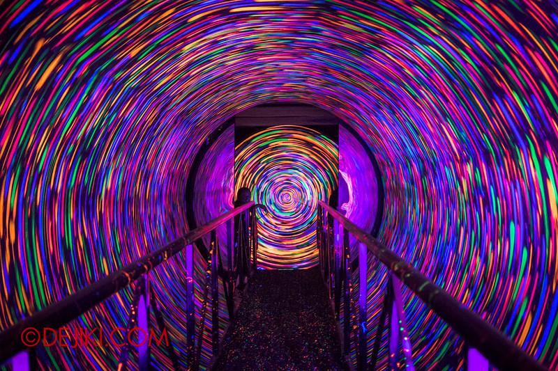 Sentosa Spooktacular 2014 - COUNTDOWN Haunted House / 3D maze - rainbow spiral
