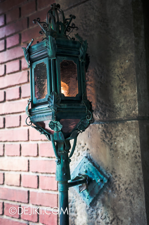 Tokyo Disneyland - Haunted Mansion: Torch