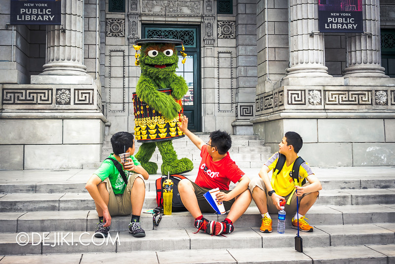 Universal Studios Singapore - Oscar the Grouch in Chinese New Year outfit 3