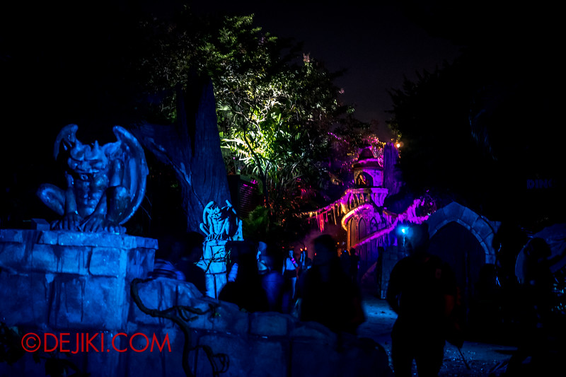 Halloween Horror Nights 4 - Scary Tales scare zone - Path to the Tower