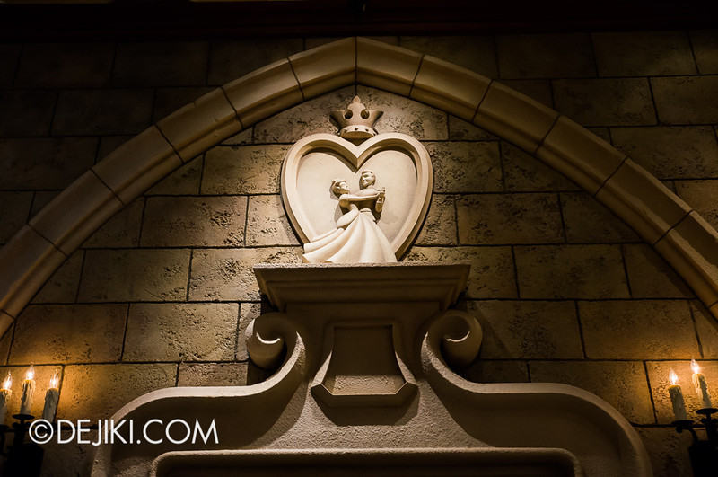Cinderella's Fairy Tale Hall - Queue