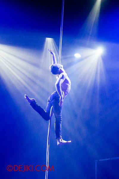 Halloween Horror Nights 4 - Jack's Nightmare Circus - Aerial act 2