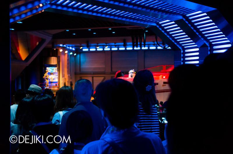Star Tours: The Adventures Continue, queue bay 2