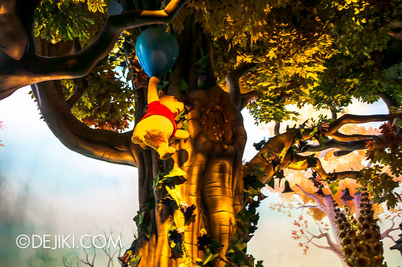 Tokyo Disneyland - Pooh's Hunny Hunt, Pooh with balloon