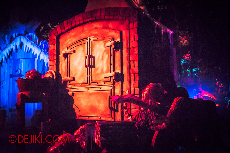 Halloween Horror Nights 4 - Scary Tales scare zone - The Oven