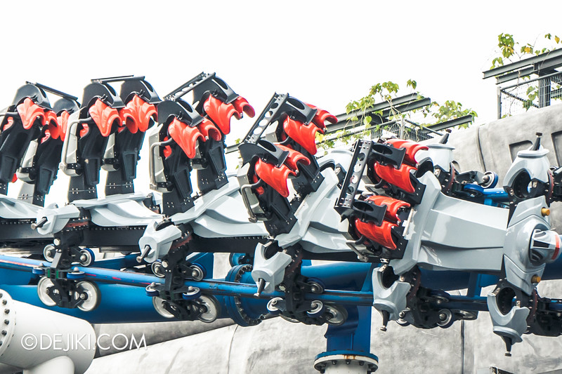 Universal Studios Singapore - Park Update November 2014 - Battlestar Galactica BSG roller coaster - redesigned ride vehicles, showing reinforced elements 3