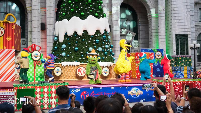 Universal Studios Singapore - Sesame Street Saves Christmas