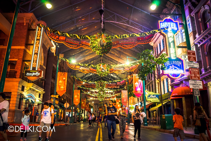 Universal Studios Singapore - Park Update December 2014 - Christmas at Santa's Land / New York at Night