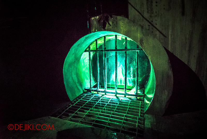 Halloween Horror Nights 5 haunted house - TUNNEL PEOPLE / Glowing drain