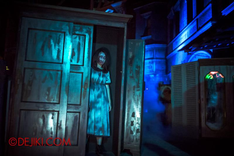 Halloween Horror Nights 4 - Bogeyman scare zone - nightmare in the closets 3