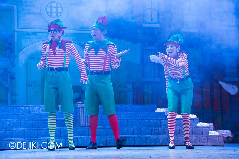 Universal Studios Singapore - Sesame Street Saves Christmas show 5 / Santa's Elves