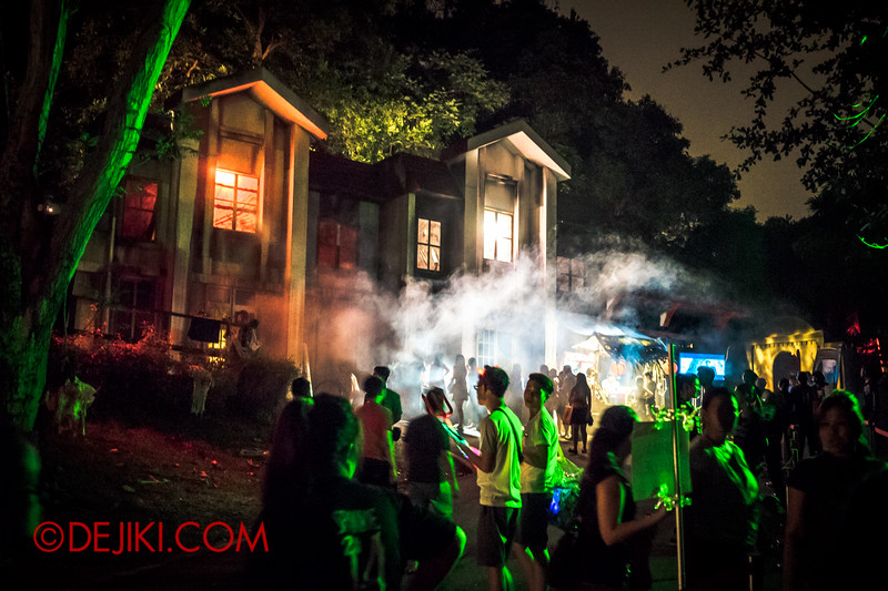 Sentosa Spooktacular 2014 - SWIMMERS Haunted House / LADDALAND Atmosphere