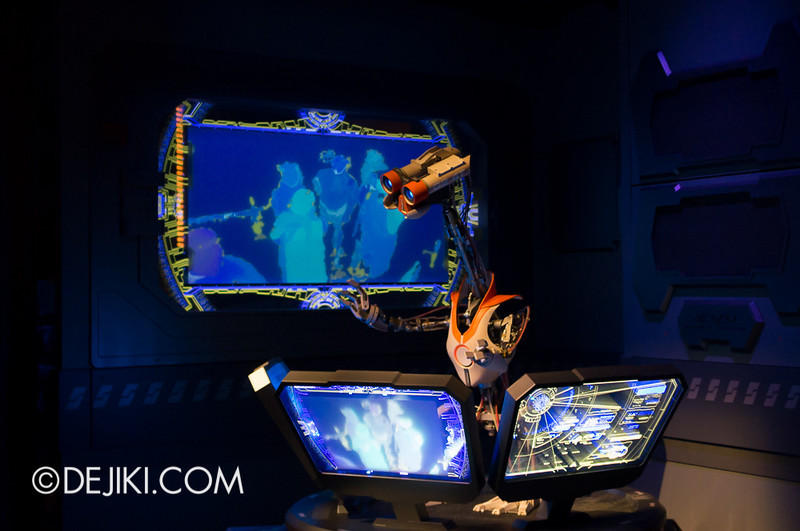 Star Tours: The Adventures Continue, queue cargo section 6